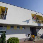 Podporený projekt výmeny okien a vstupných dverí na budove obecného úradu v Mojši